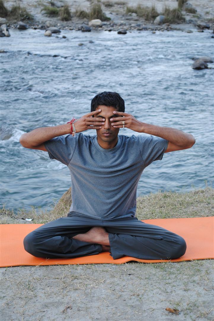 Steps To Do Bhramari Pranayama