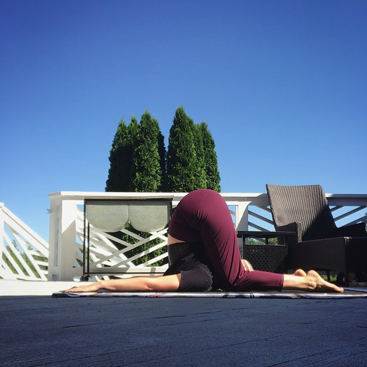What Is Ear Pressure Pose Or Karnapidasana