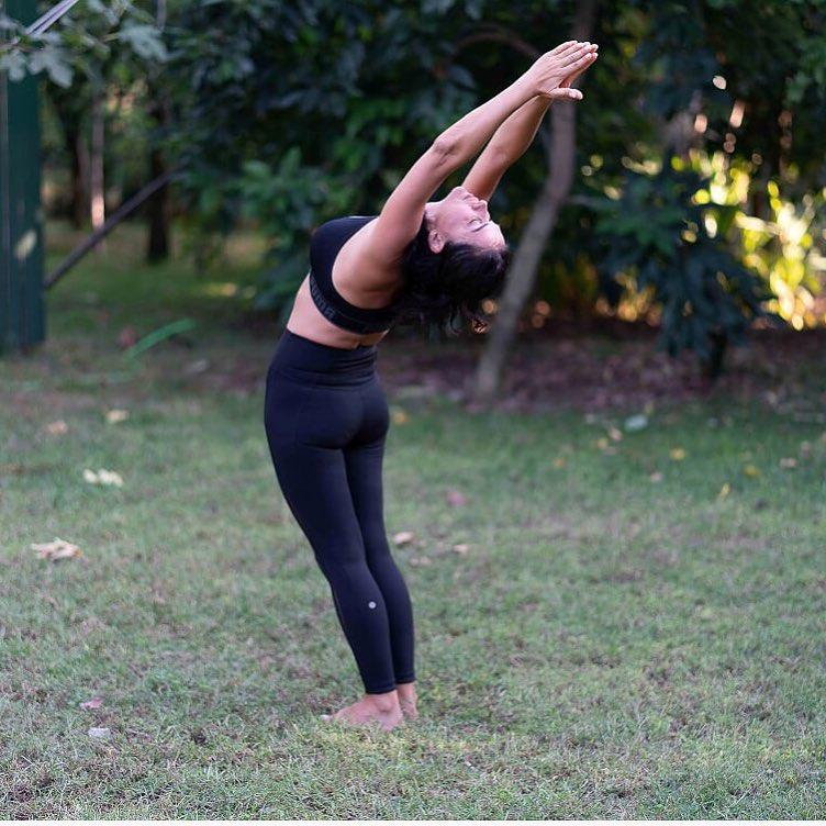 Method Of Doing Hasta Uttanasana (Raised Arms Pose)