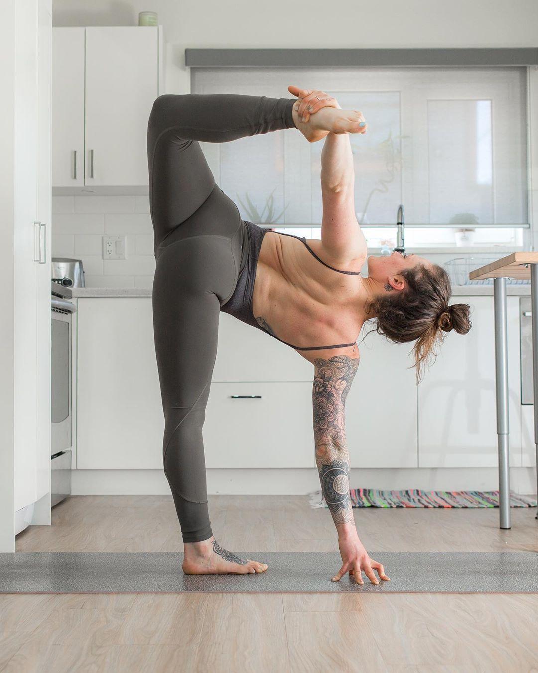 Power Yoga Ardha Chandrasana (Half Moon Pose)
