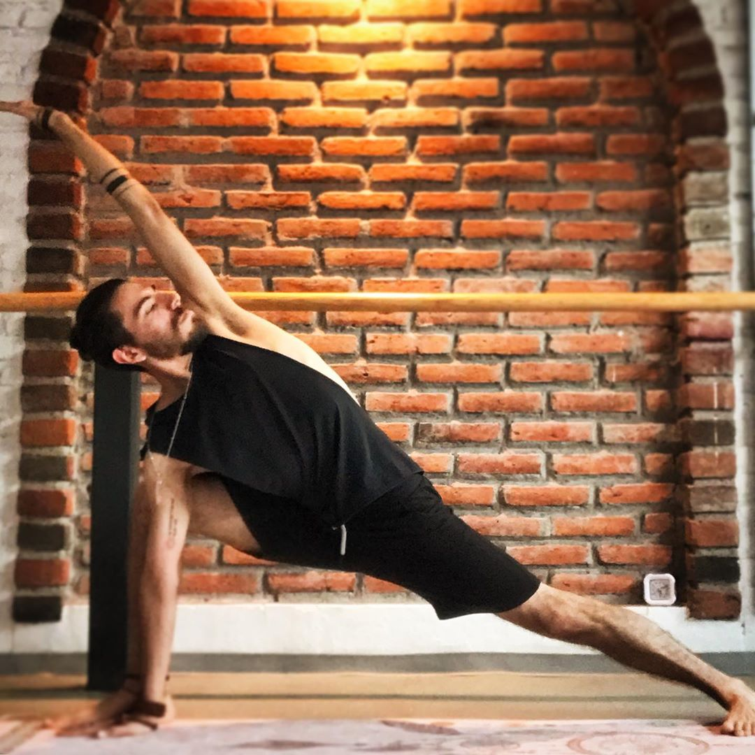 Method Of Practicing Parsvakonasana
